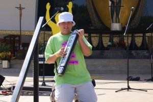Dakota and an inflatable keytar